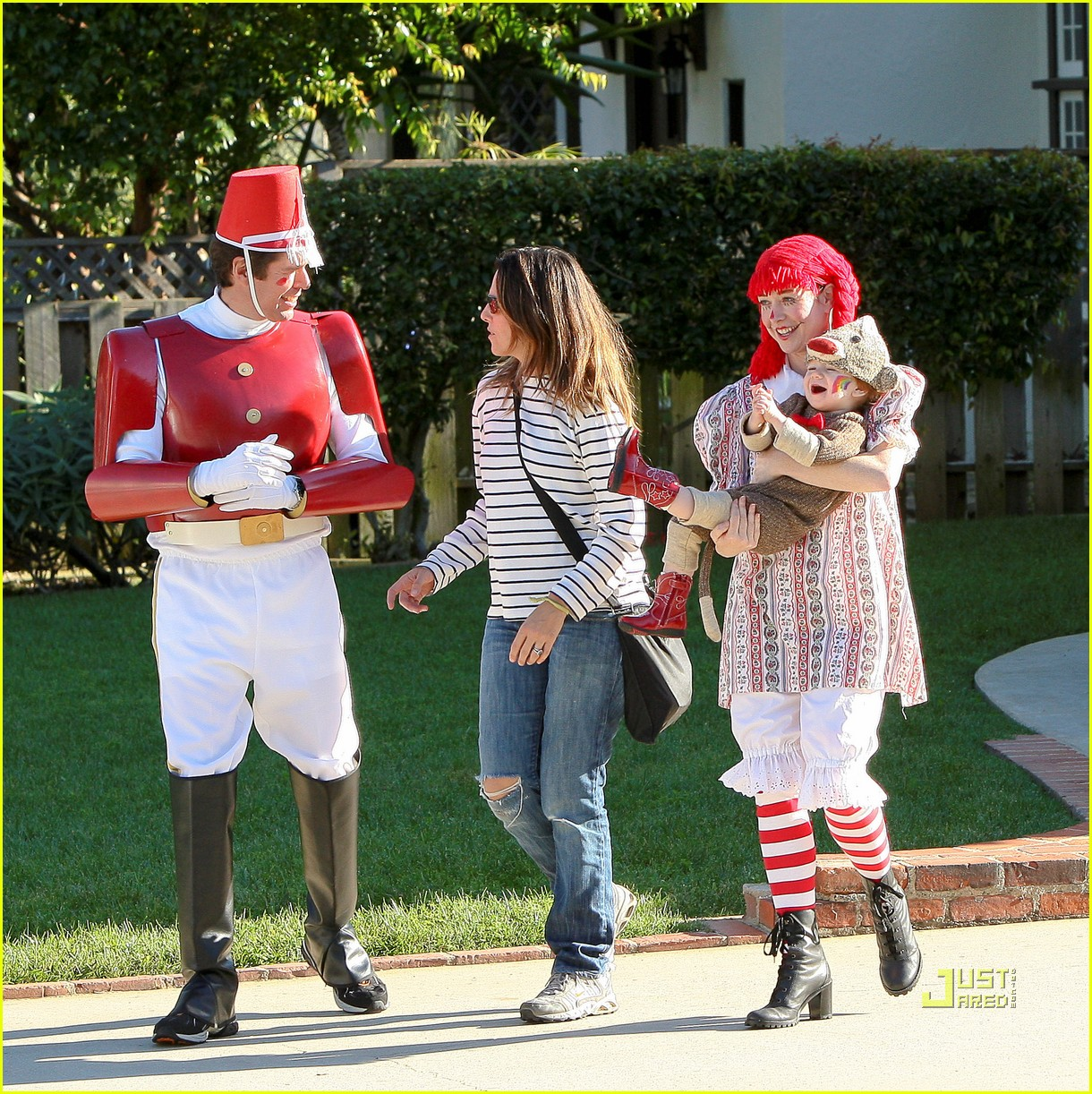 alyson hannigan: satyana monkeys around this halloween!: photo