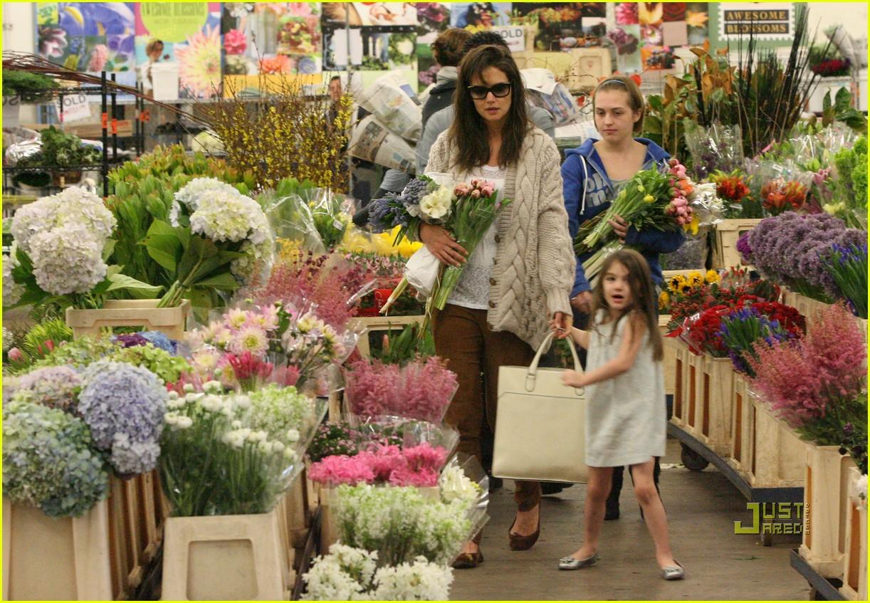 Katie Holmes & Suri Cruise: Flower Power!: Photo 2498297 | Celebrity ...