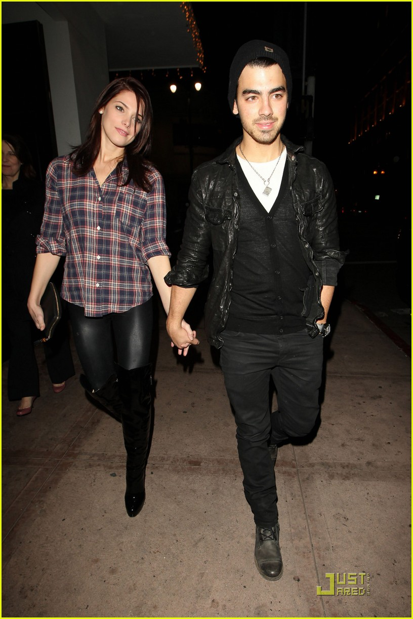 joe jonas ashley greene hollywood 01