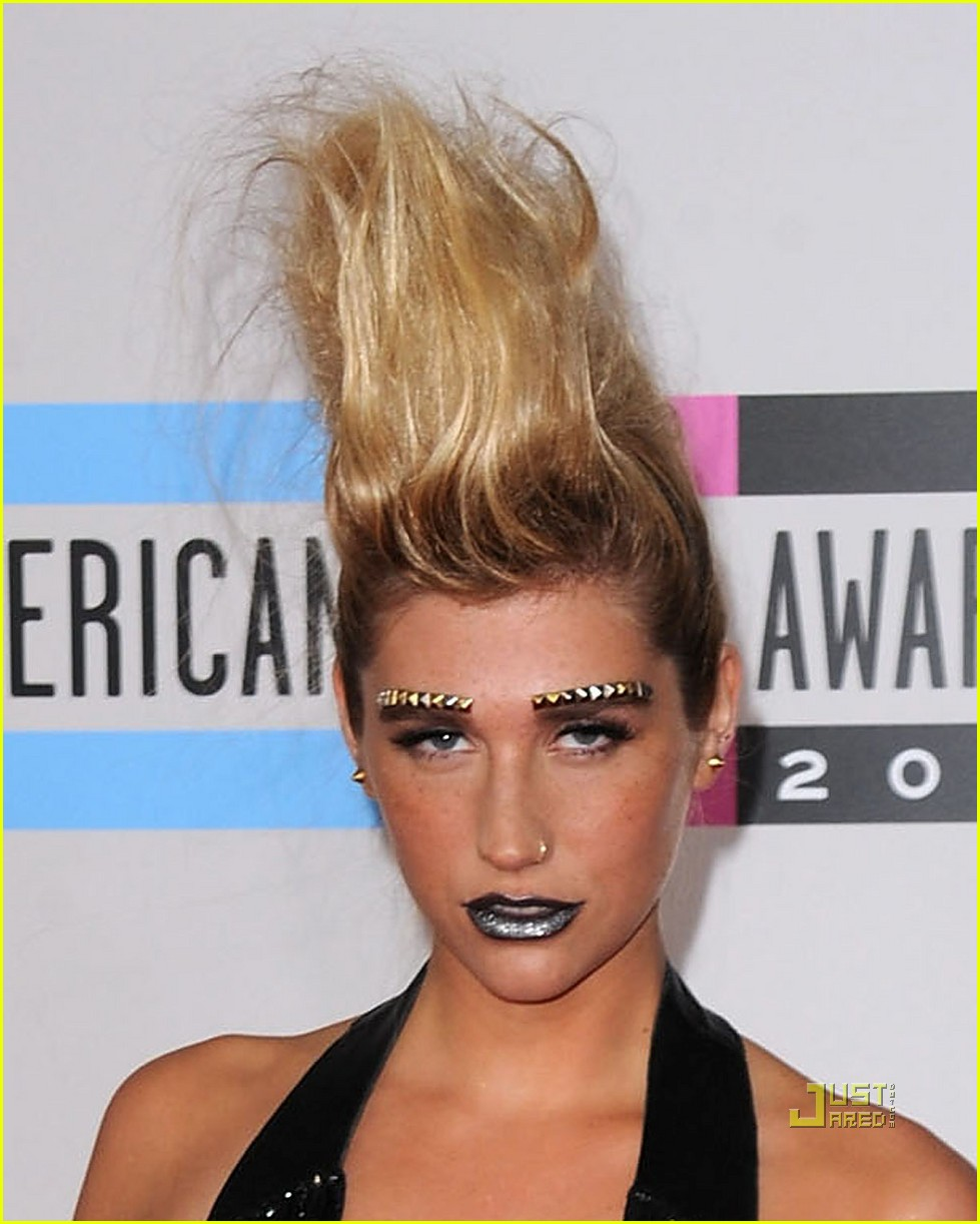 kesha amas studded eyebrows 08