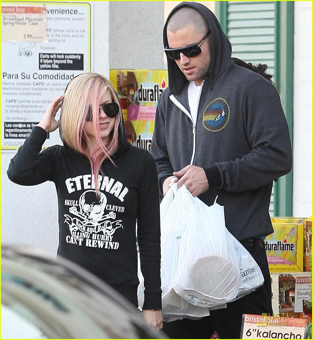Avril Lavigne & Brody Jenner: Thanksgiving Shoppers: Photo