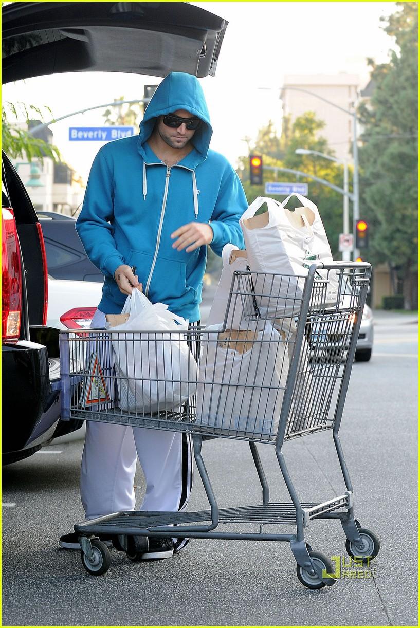 avril lavigne hoodies aviators groceries 07