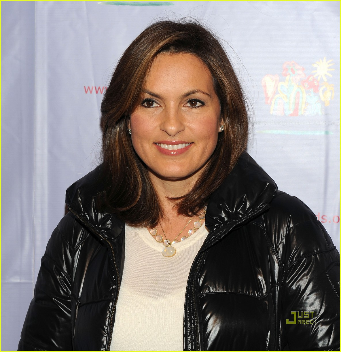 mariska hargitay august glaser pediatric aids foundation event 01