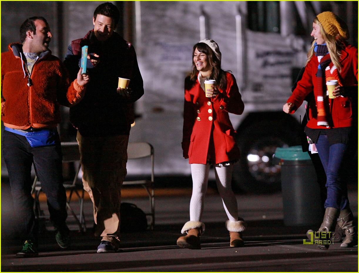 Lea Michele & Cory Monteith: Christmas Kiss!: Photo 2496817 | Cory ...