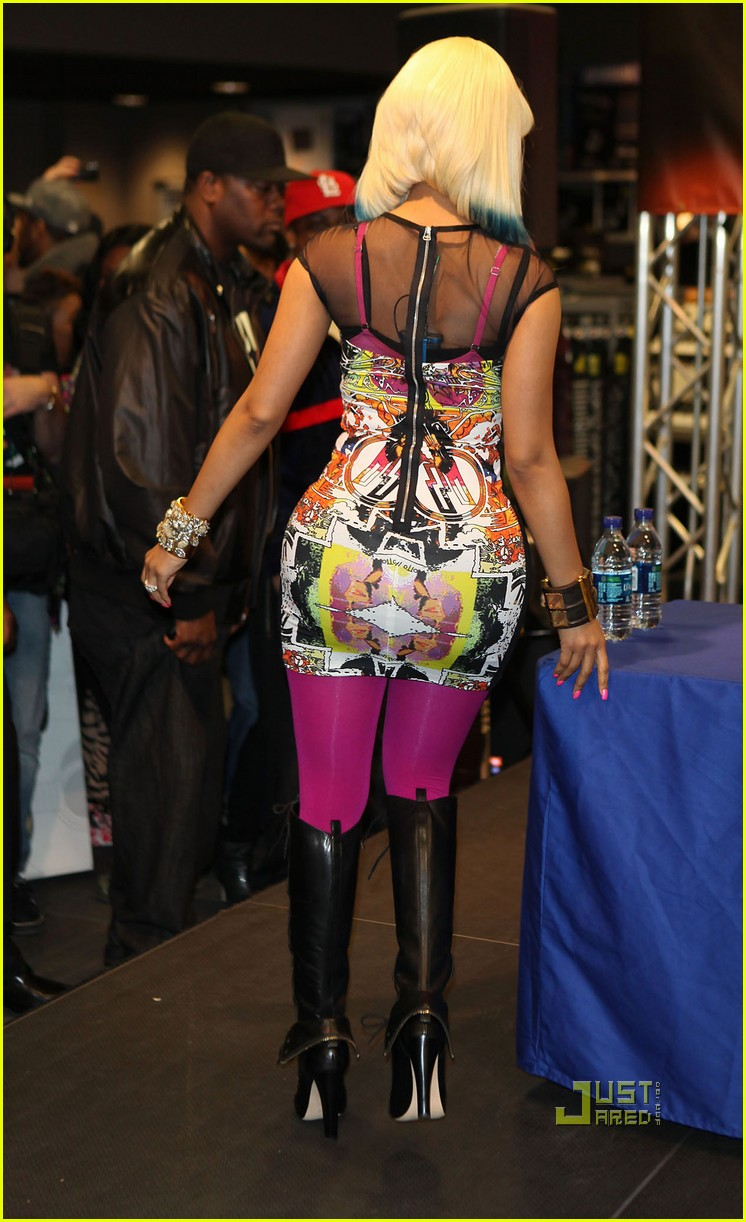 nicki minaj rainbow hair at album signing 062498203