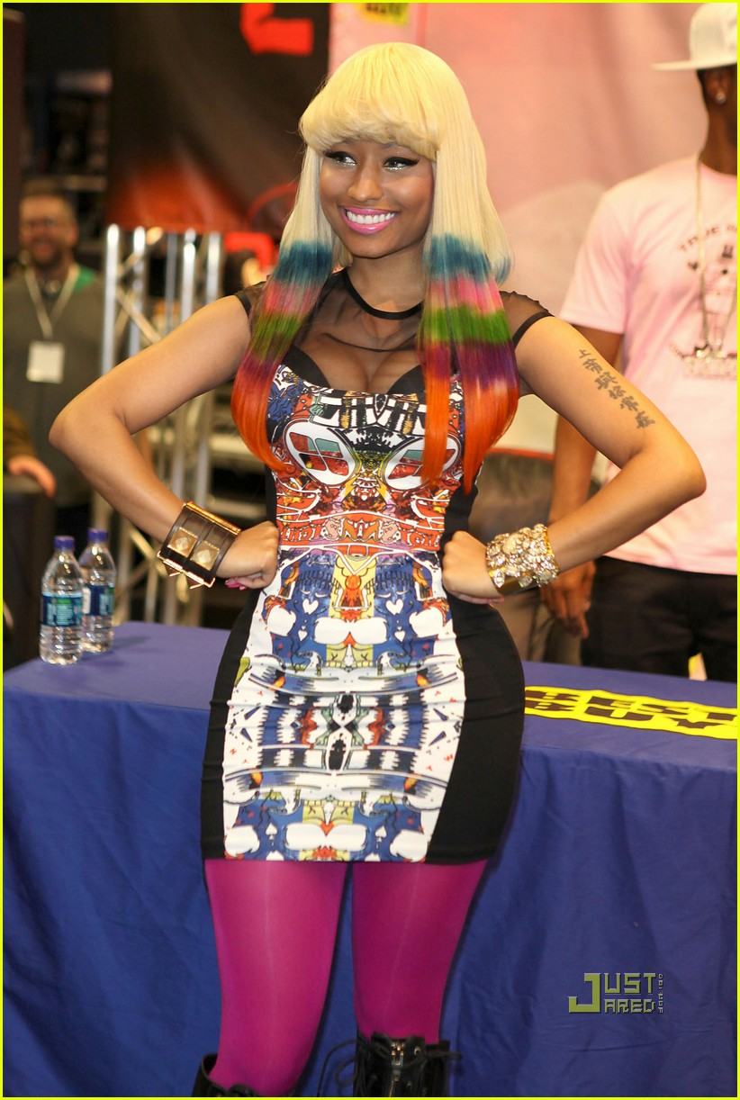 nicki minaj rainbow hair at album signing 092498206