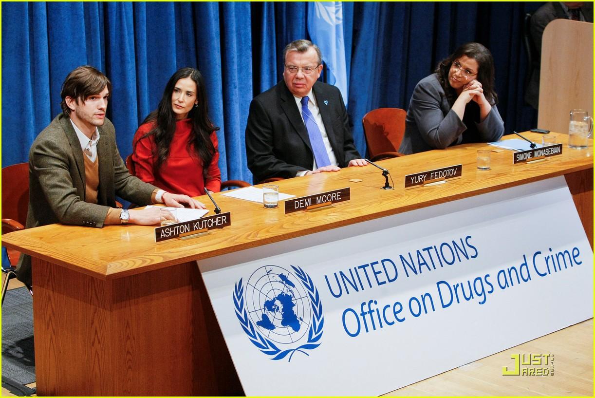 demi moore ashton kutcher fight human trafficking 032492950
