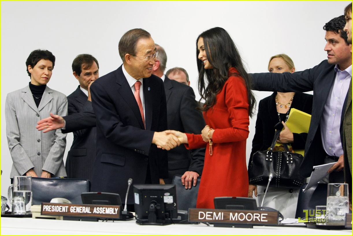 demi moore ashton kutcher fight human trafficking 092492956