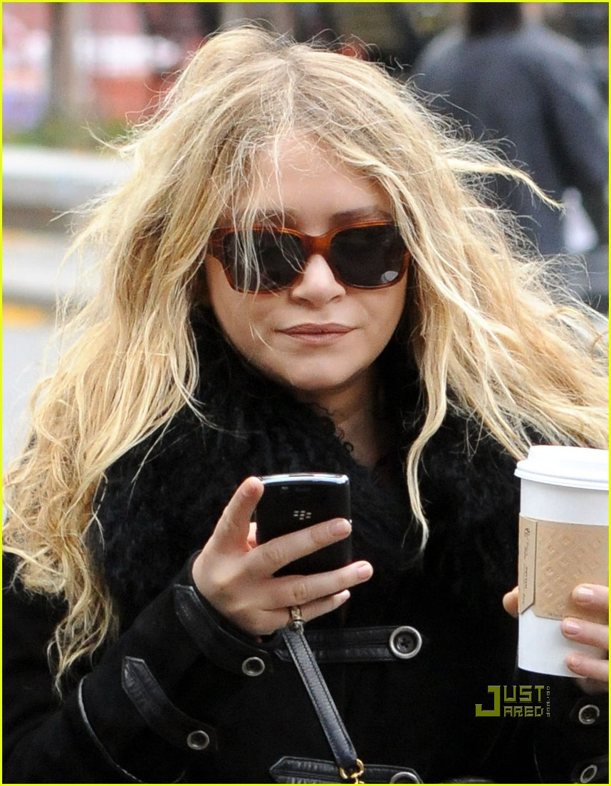 mary kate olsen warms up with a coffee 012491834