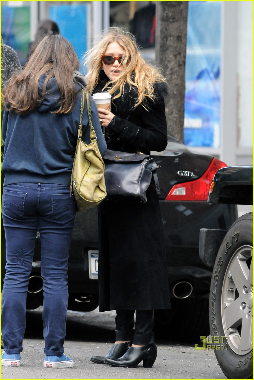 mary kate olsen warms up with a coffee 022497786