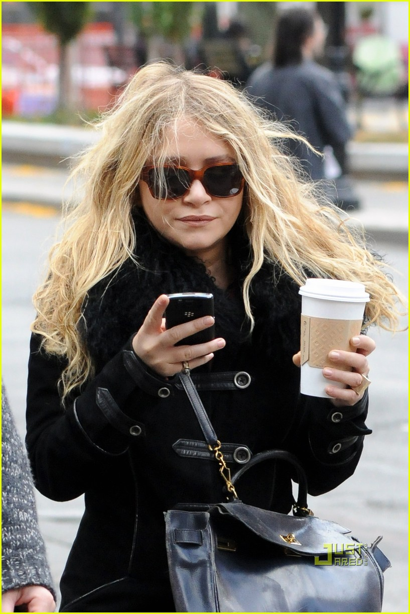 mary kate olsen warms up with a coffee 032497787