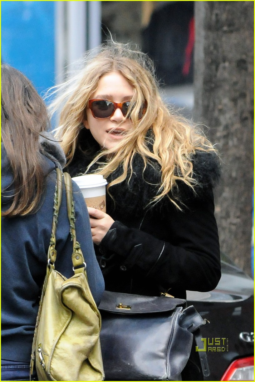 mary kate olsen warms up with a coffee 042497788