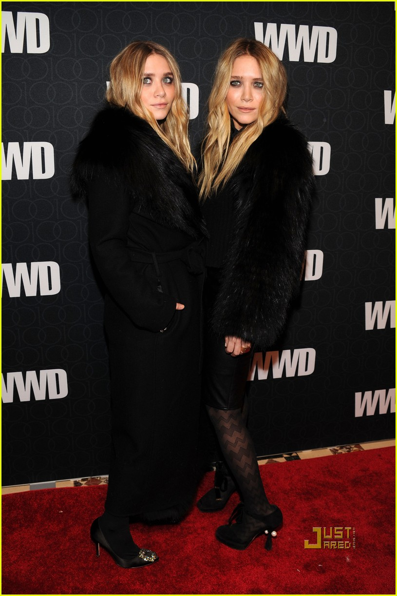 mary kate ashley olsen womens wear daily gala 02
