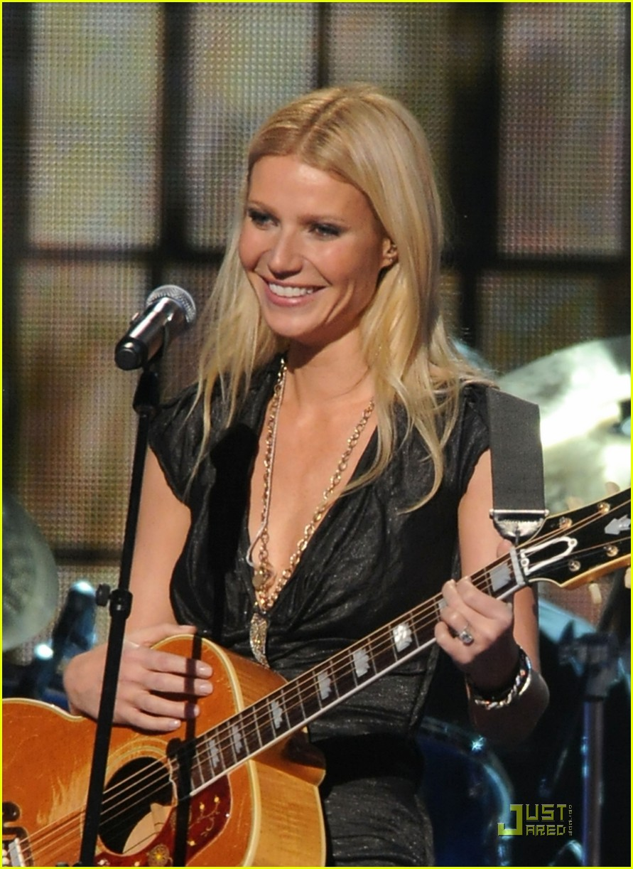 gwyneth paltrow cma performance 08