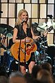 gwyneth paltrow cma performance 05