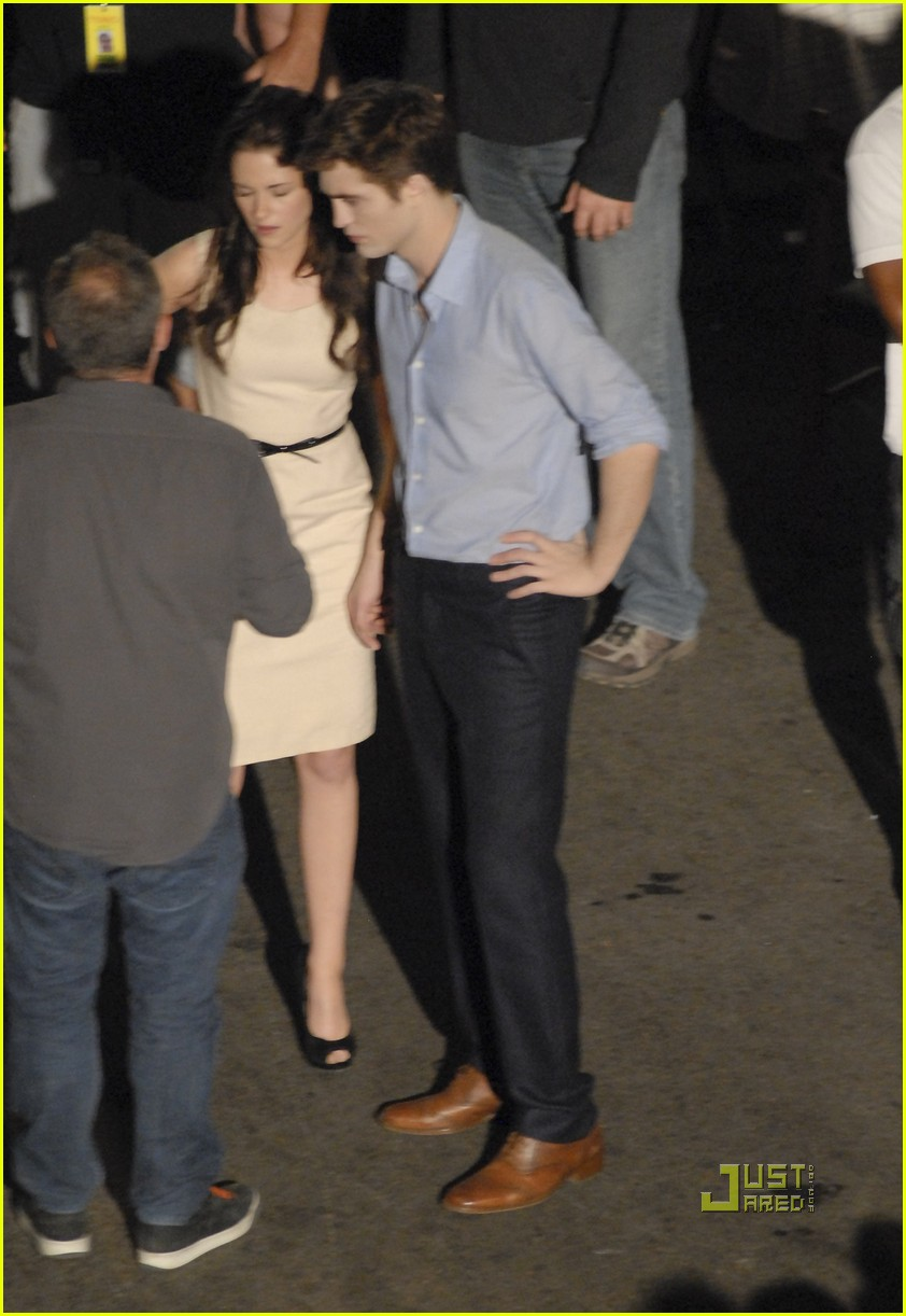 robert pattinson kristen stewart breaking dawn smooch 032493668