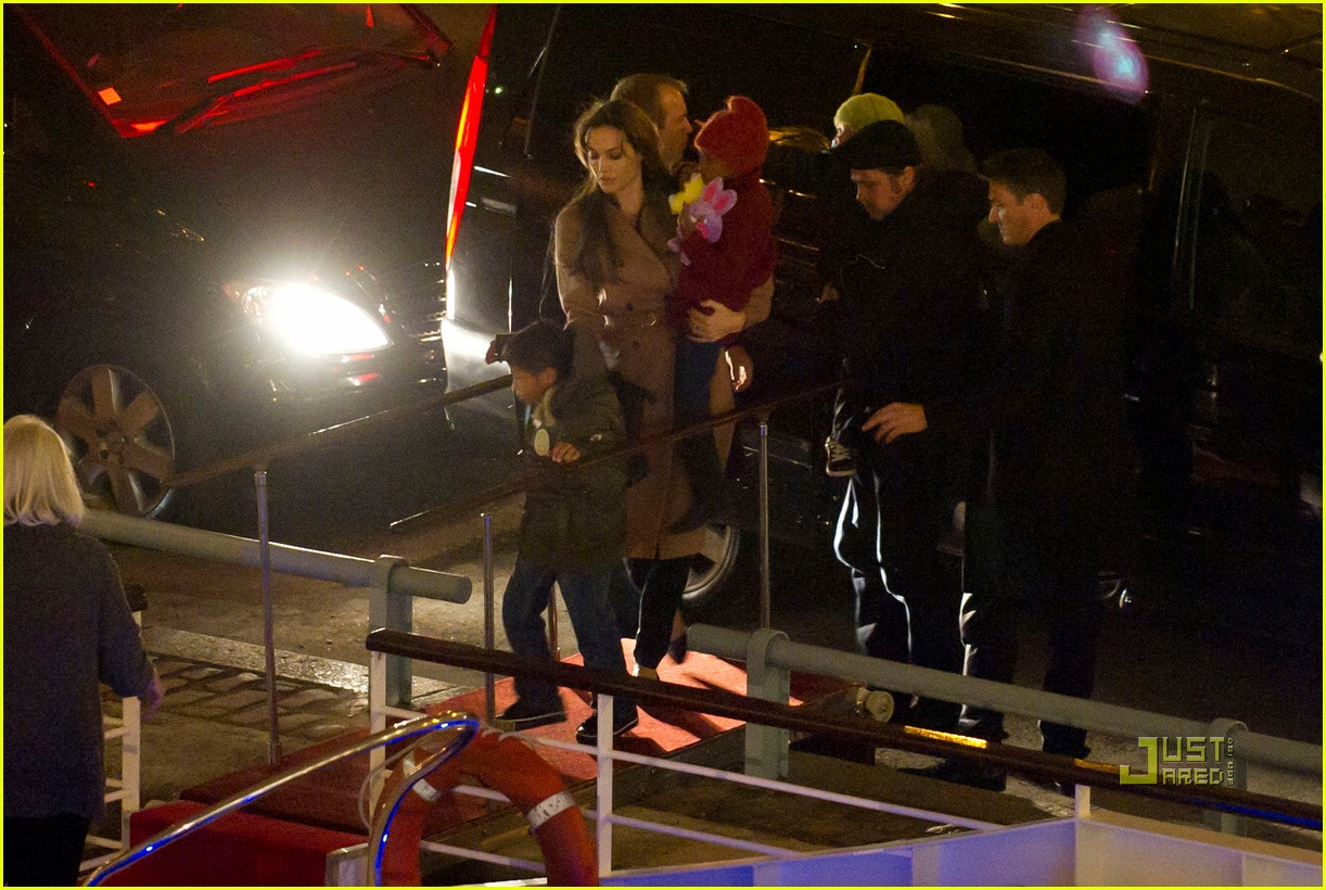 brad pitt angelina jolie pax birthday boat 11