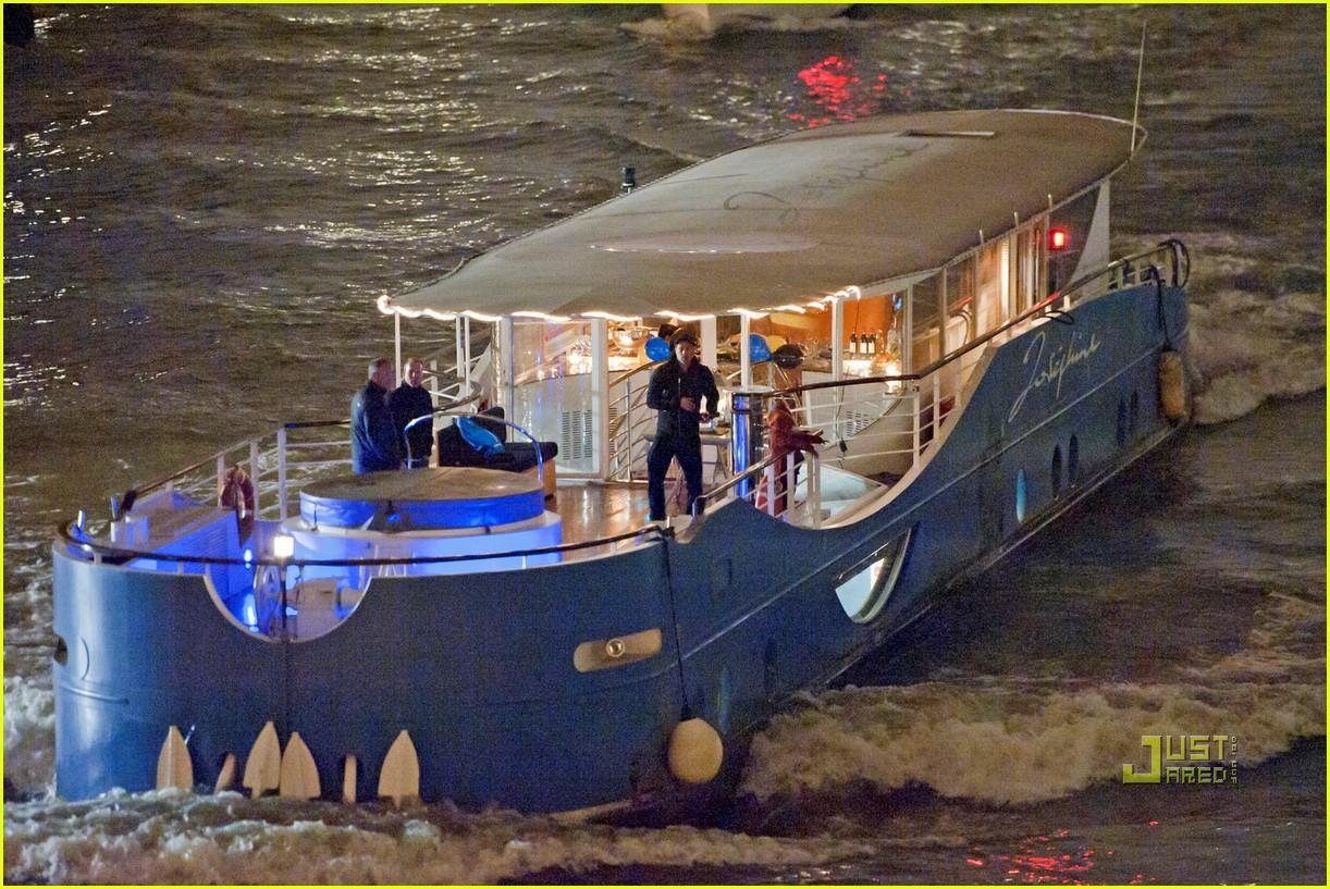 brad pitt angelina jolie pax birthday boat 15