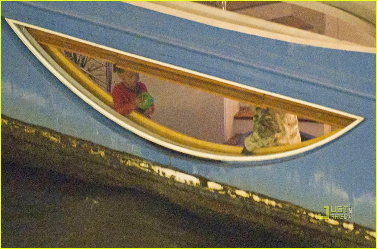 brad pitt angelina jolie pax birthday boat 22