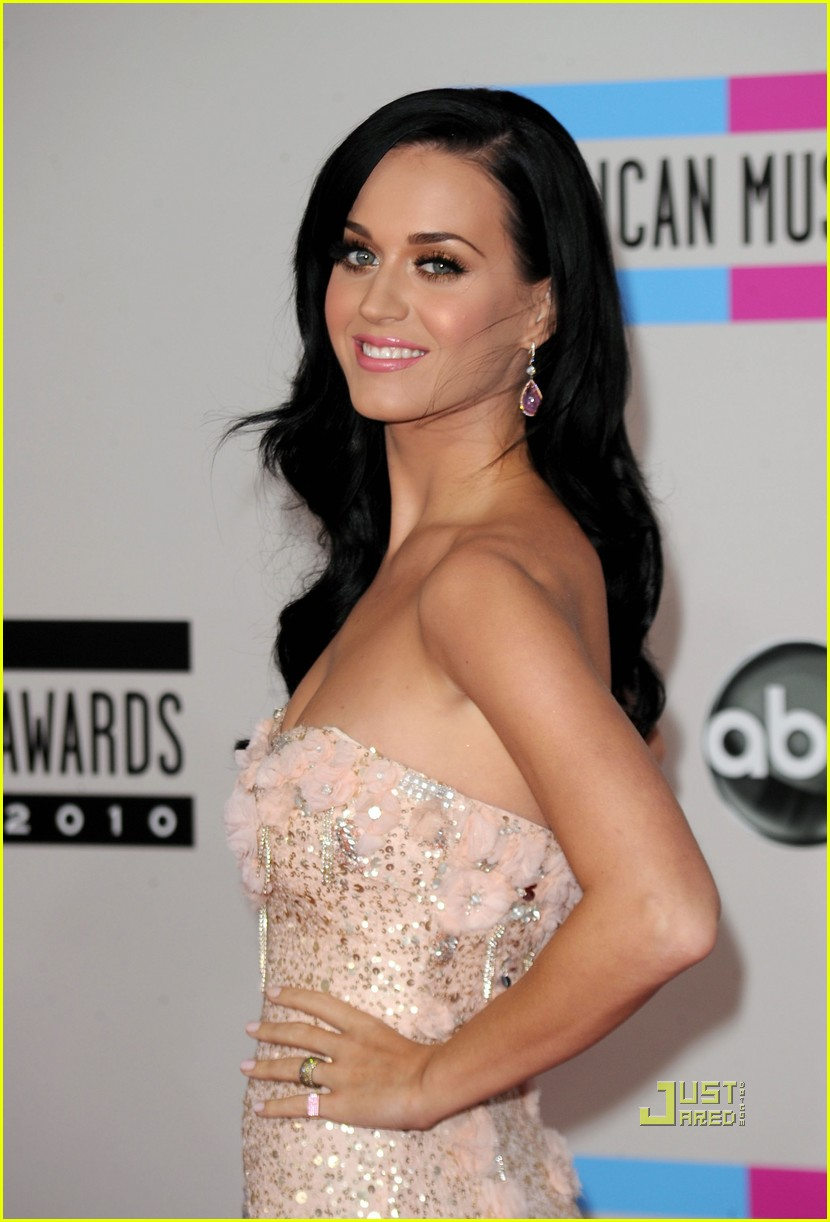 katy perry amas red carpet 2010 022497304