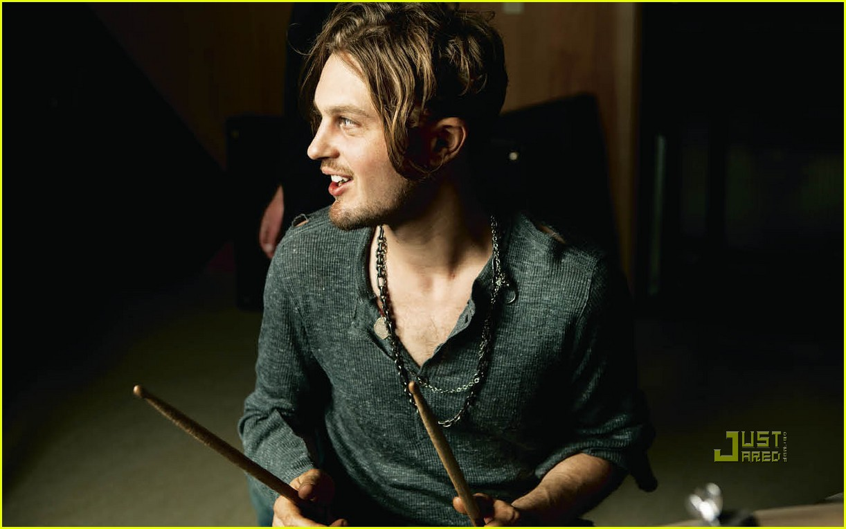 michael pitt is a shirtless vman 022493031