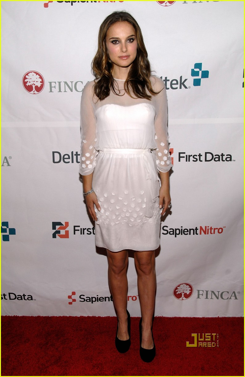 Natalie Portman: FINCA Gala with Jake Gyllenhaal!: Photo ... натали портман рост