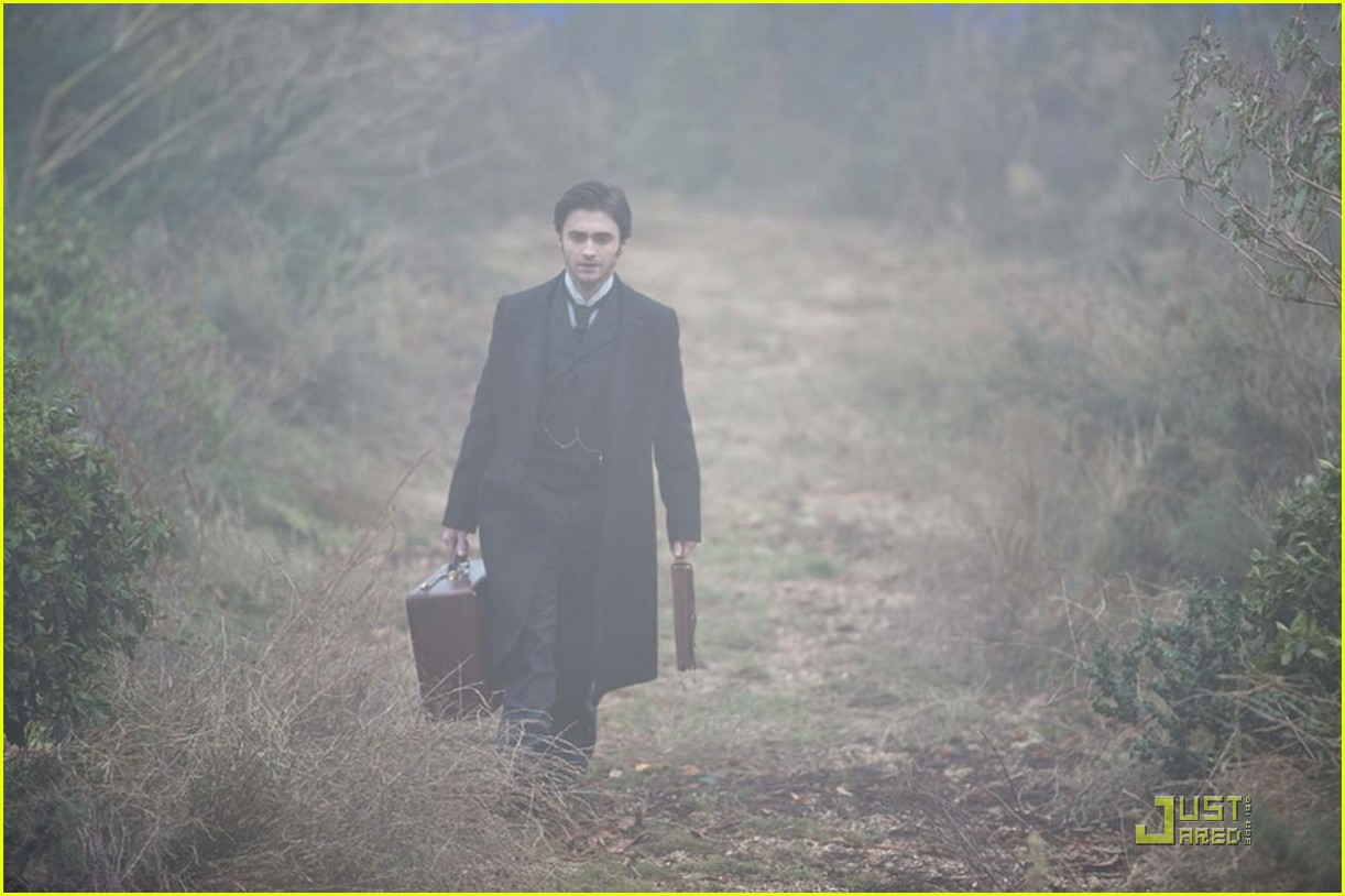 daniel radcliffe lady in black first look 012494760