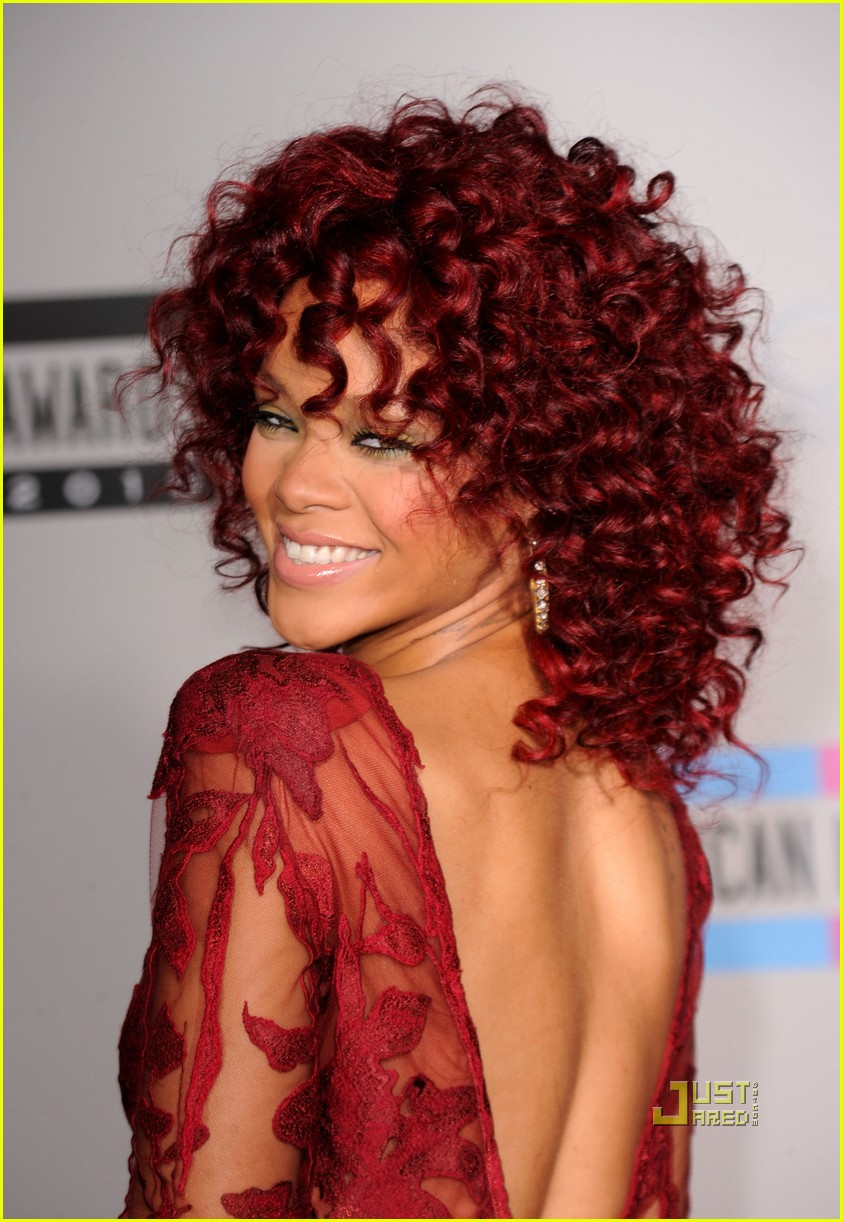 rihanna amas red carpet 2010 012497286