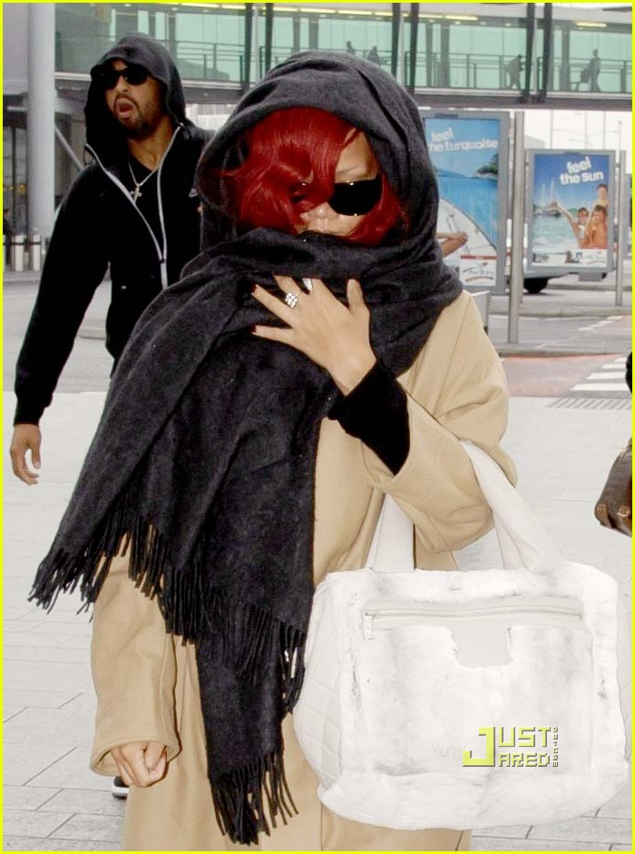 rihanna london departure with matt kemp 03