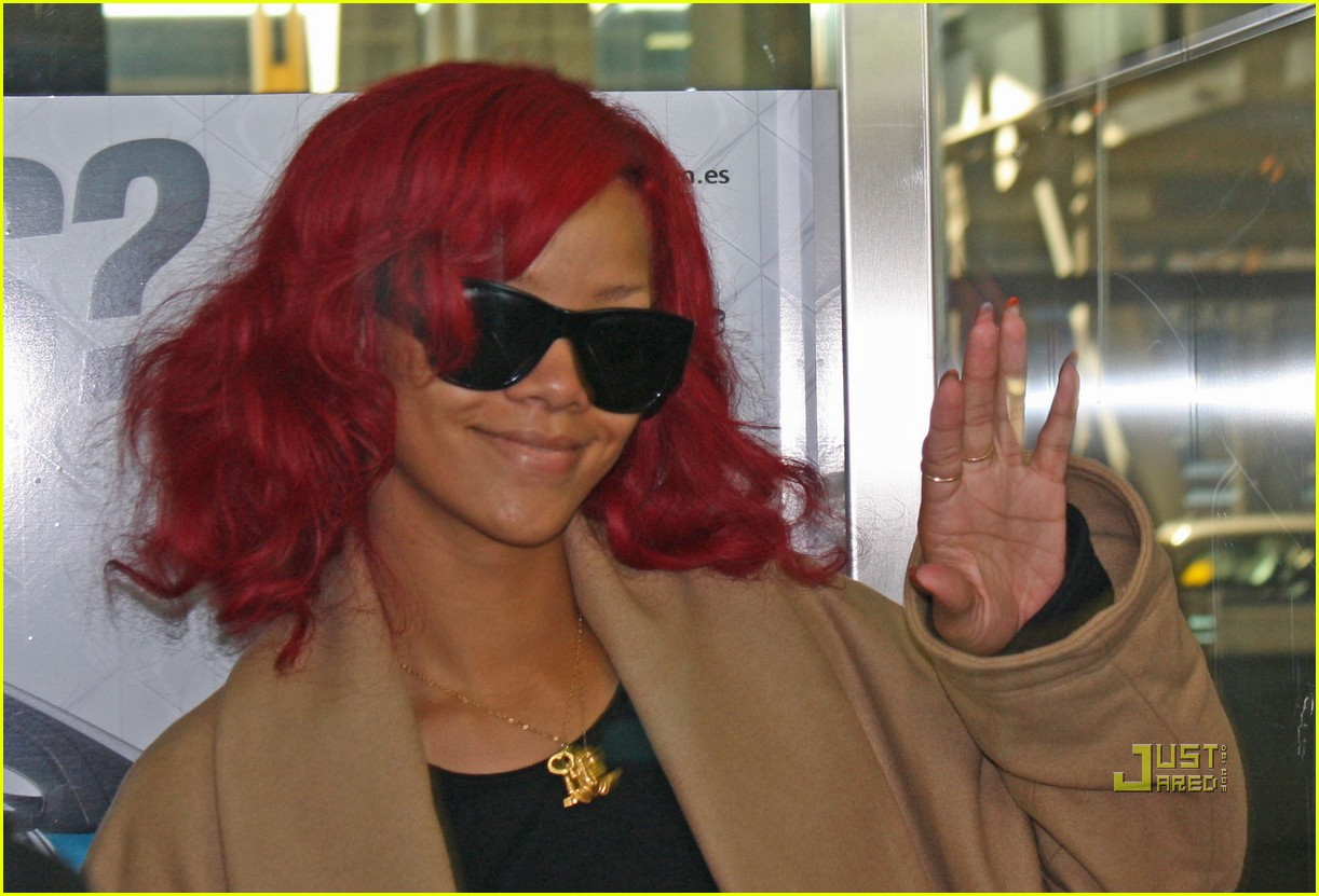 rihanna mtv emas 2010 red carpet 02