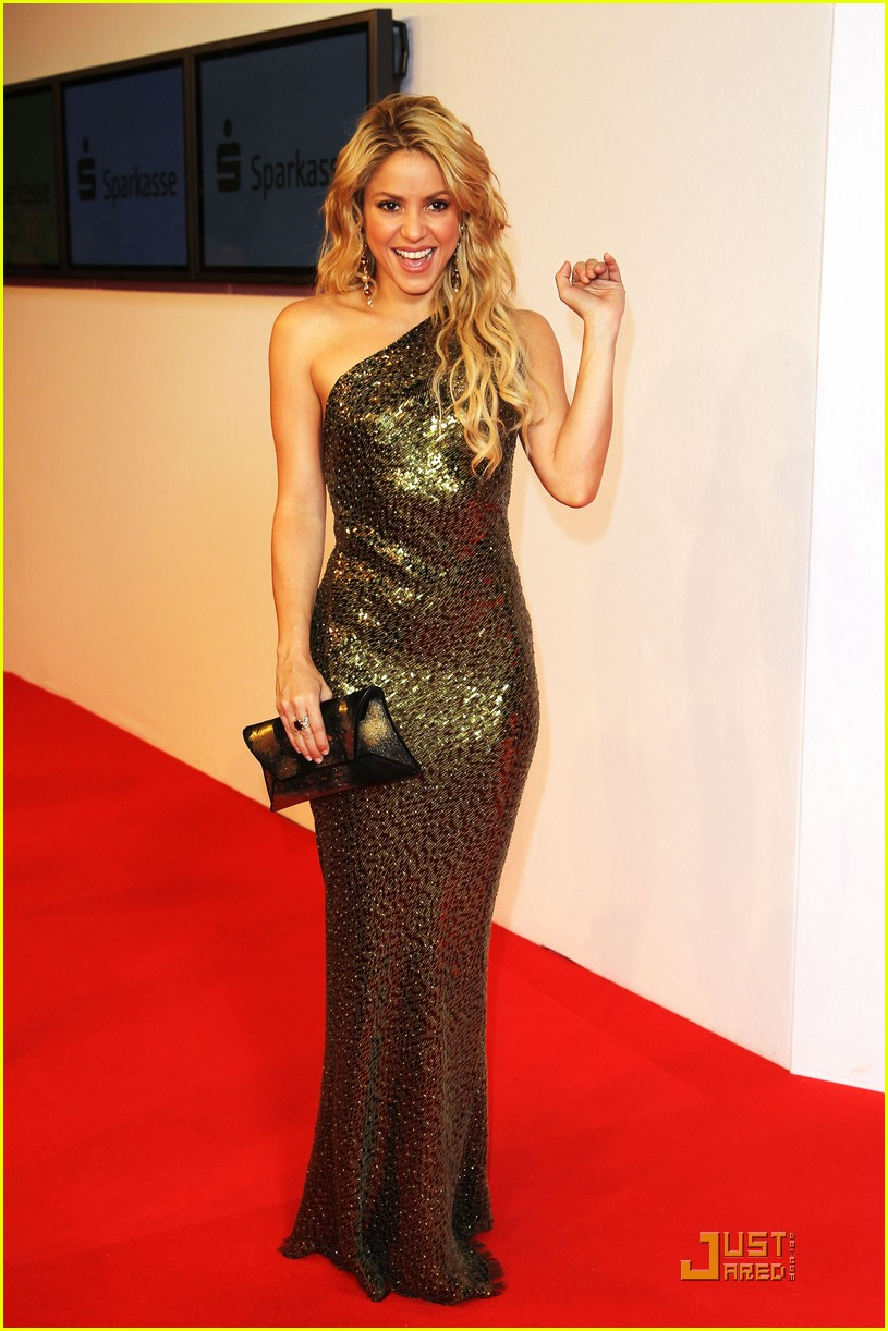 Shakira: \'Waka Waka\' at Bambi Awards!: Photo 2495159 | Shakira ...