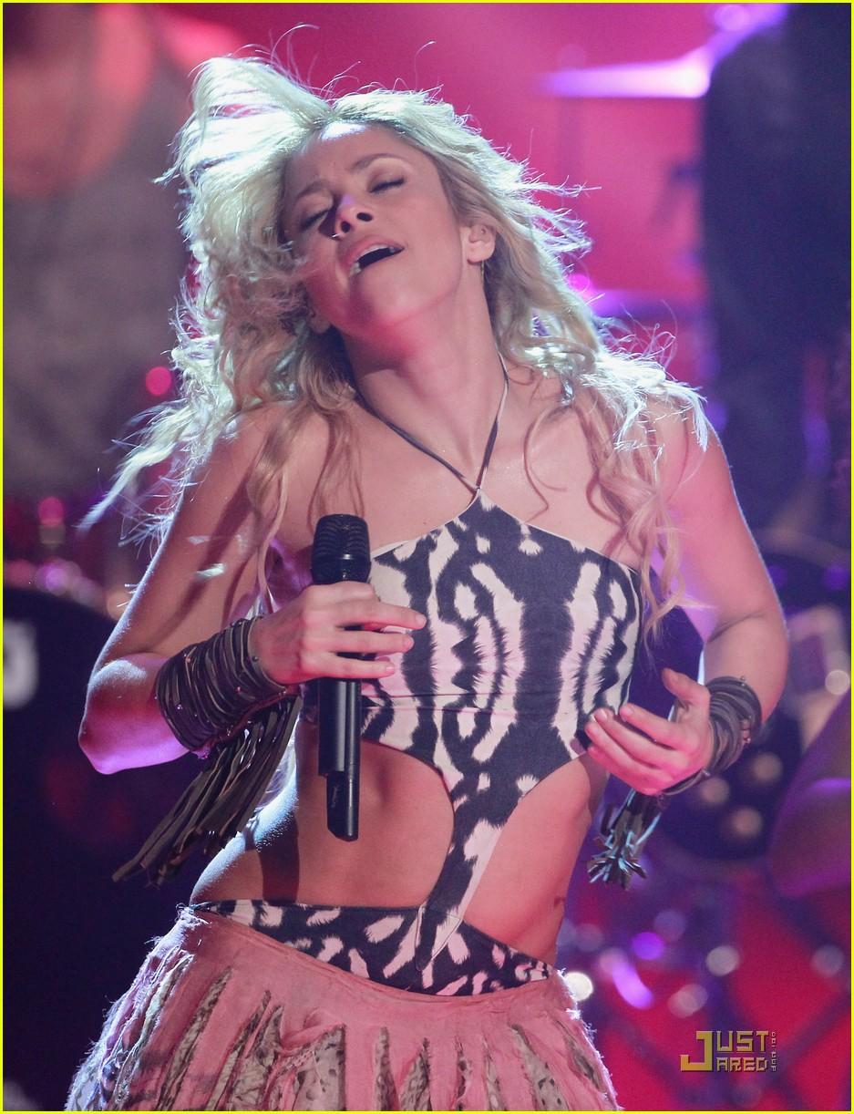 Shakira: \'Waka Waka\' at Bambi Awards!: Photo 2495161   Shakira ...