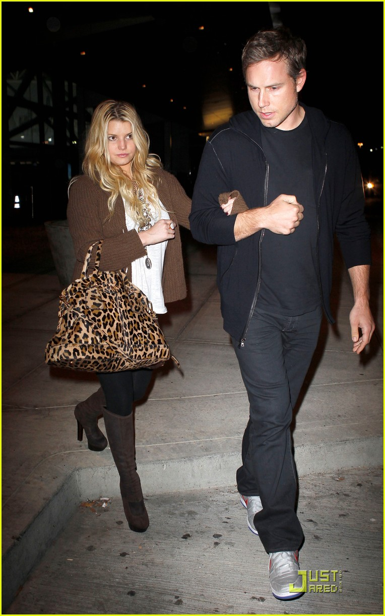 jessica simpson eric johnson celebrate their engagement 022497504
