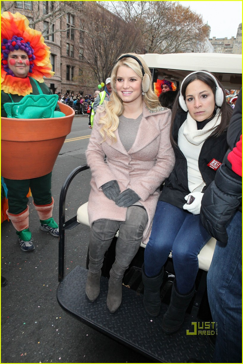 jessica simpson thanksgiving day parade 032498610