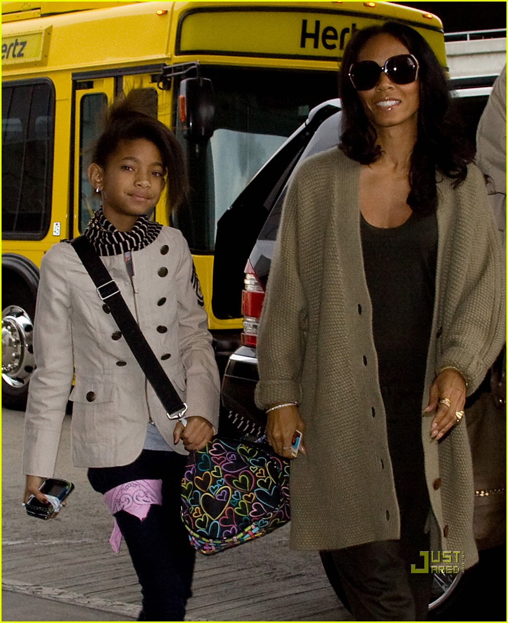 willow and jada pinkett smith rock red shoes 052493724