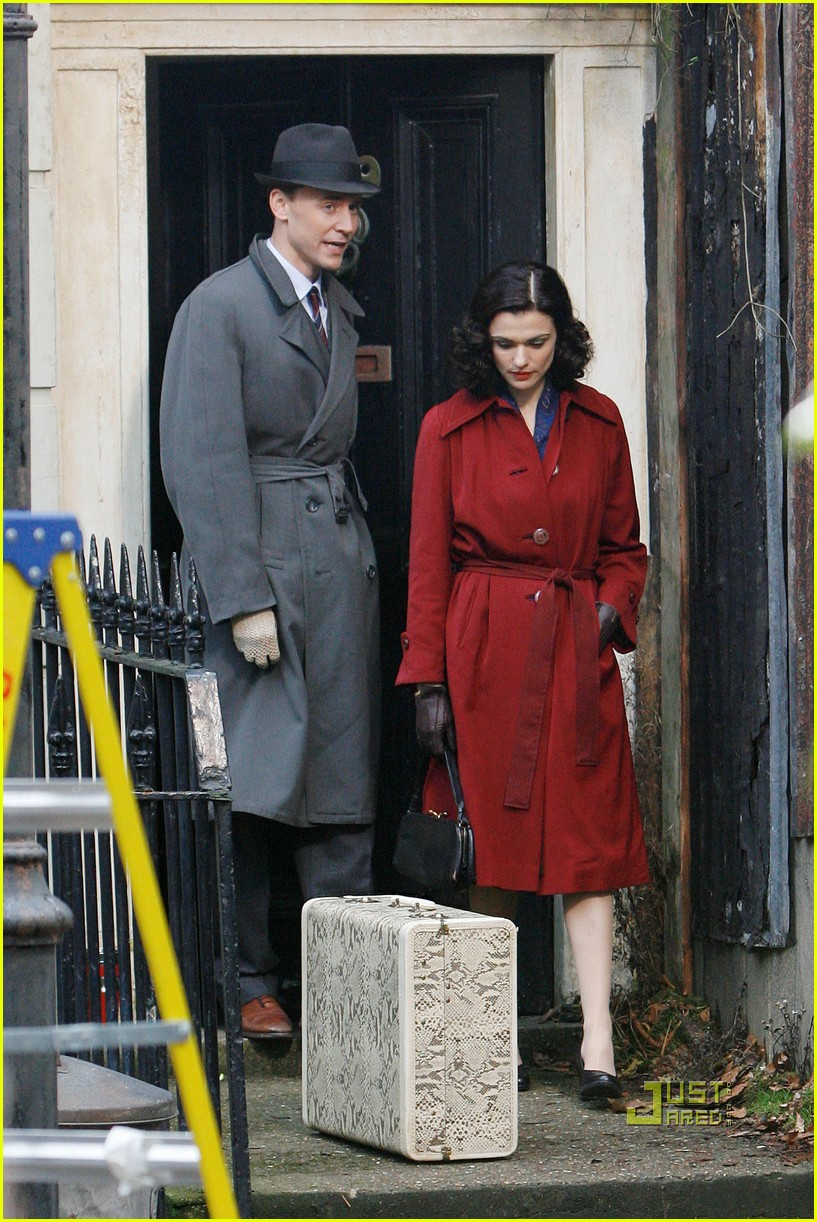 rachel weisz red trenchcoat 022497983