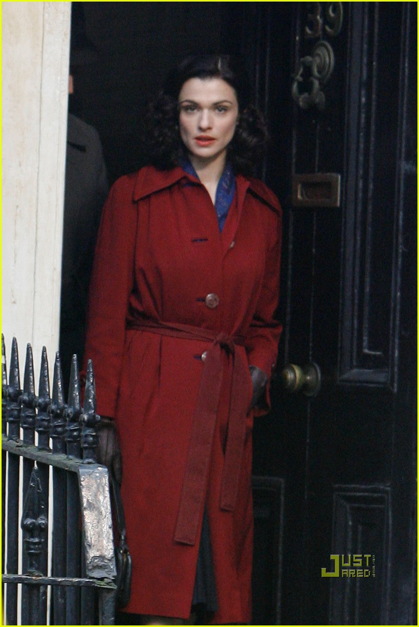 rachel weisz red trenchcoat 032497984