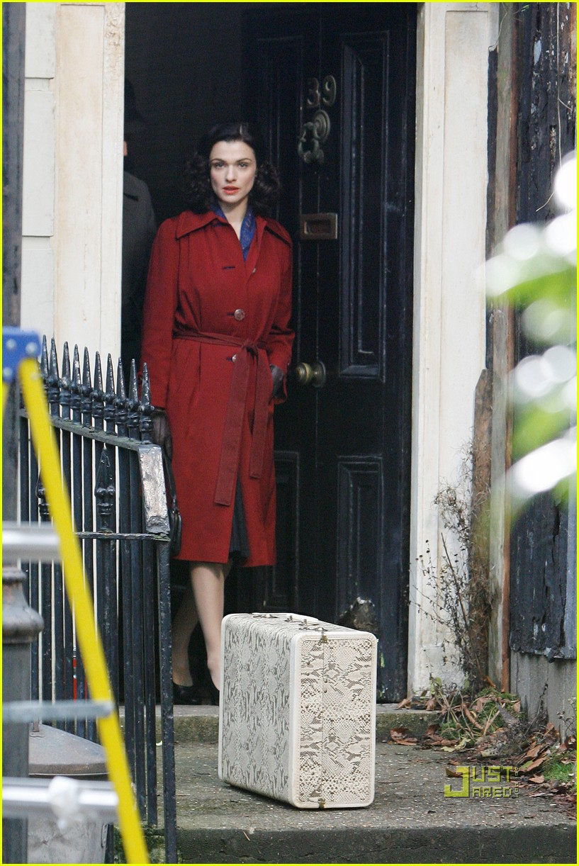 rachel weisz red trenchcoat 042497985
