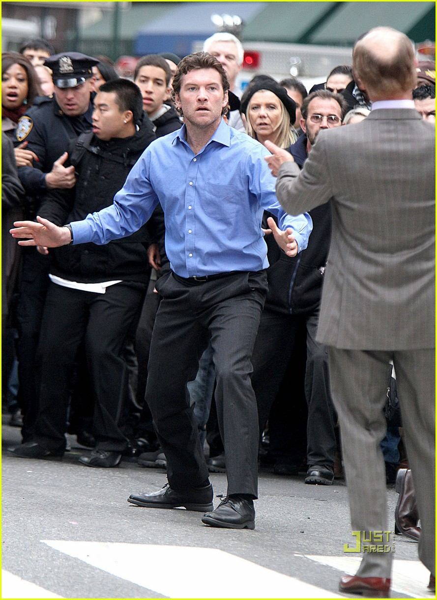 sam worthington lunges at ed harris for man on a ledge 072495586