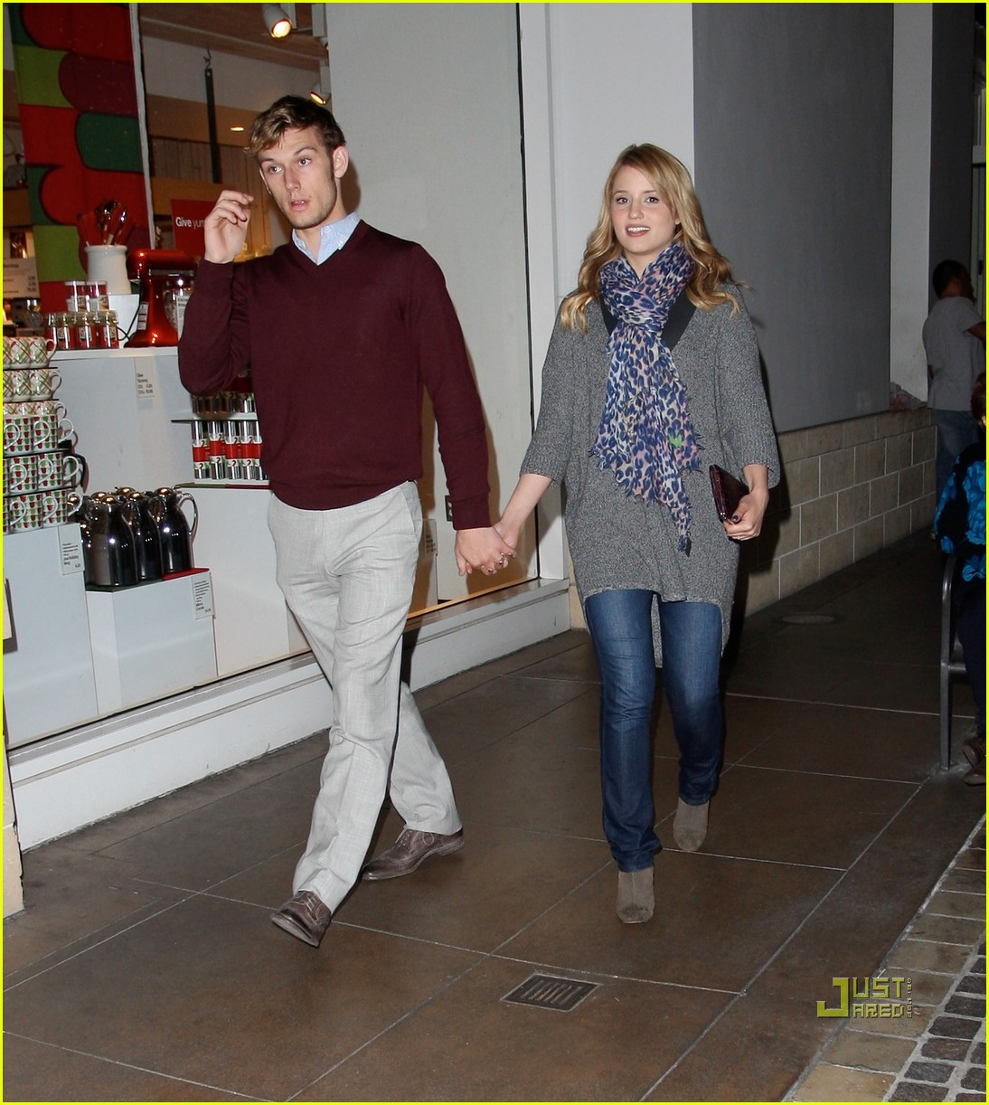 dianna agron alex pettyfer holding hands 01