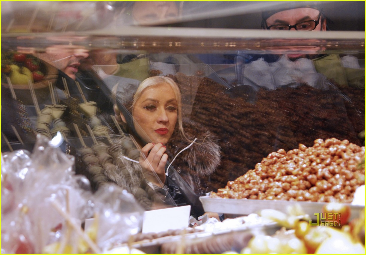 christina aguilera christmas market matt rutler 29