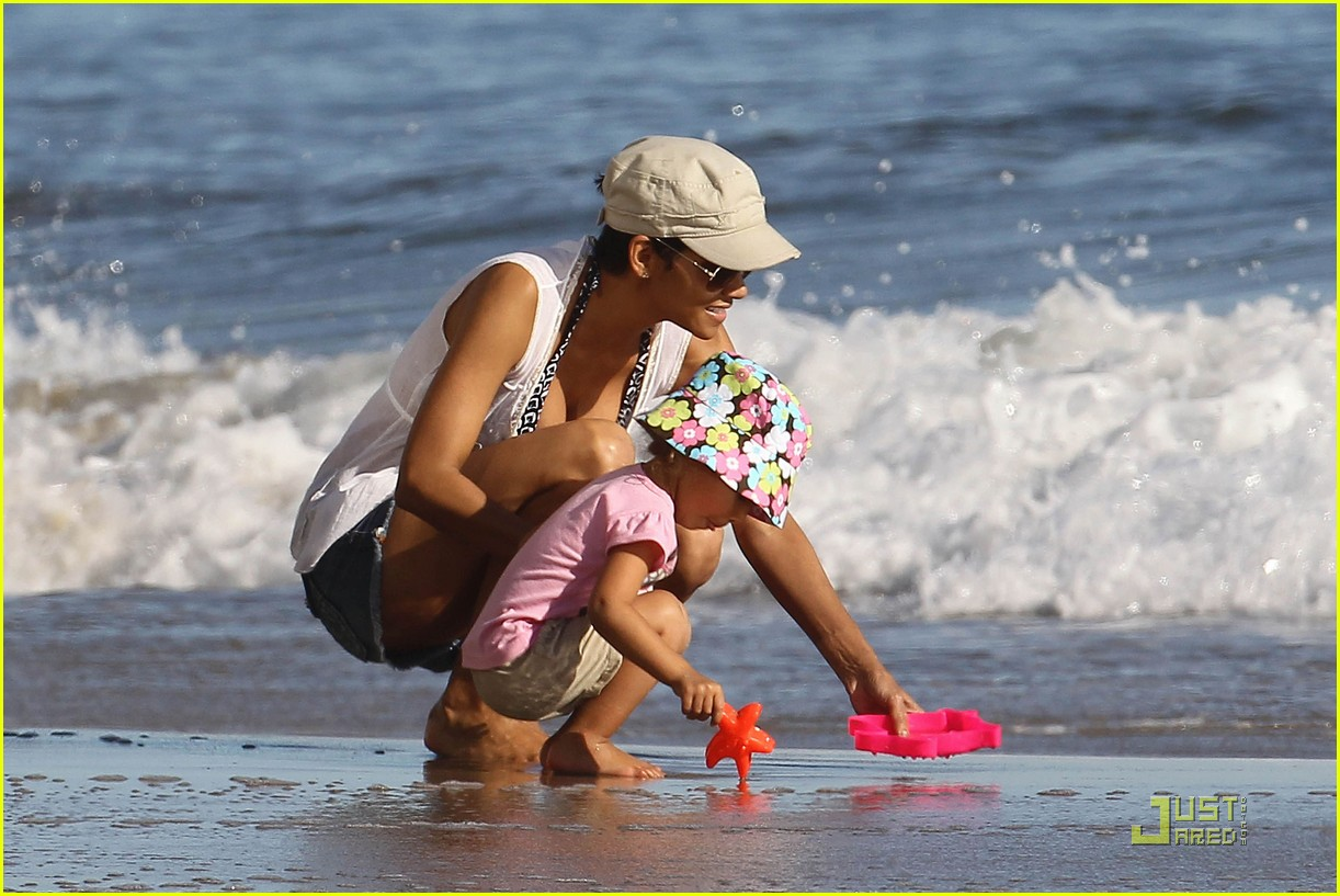 halle berry nahla aubry beach babes 072503175