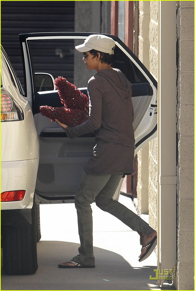 halle berry olivier martinez storage 012501992