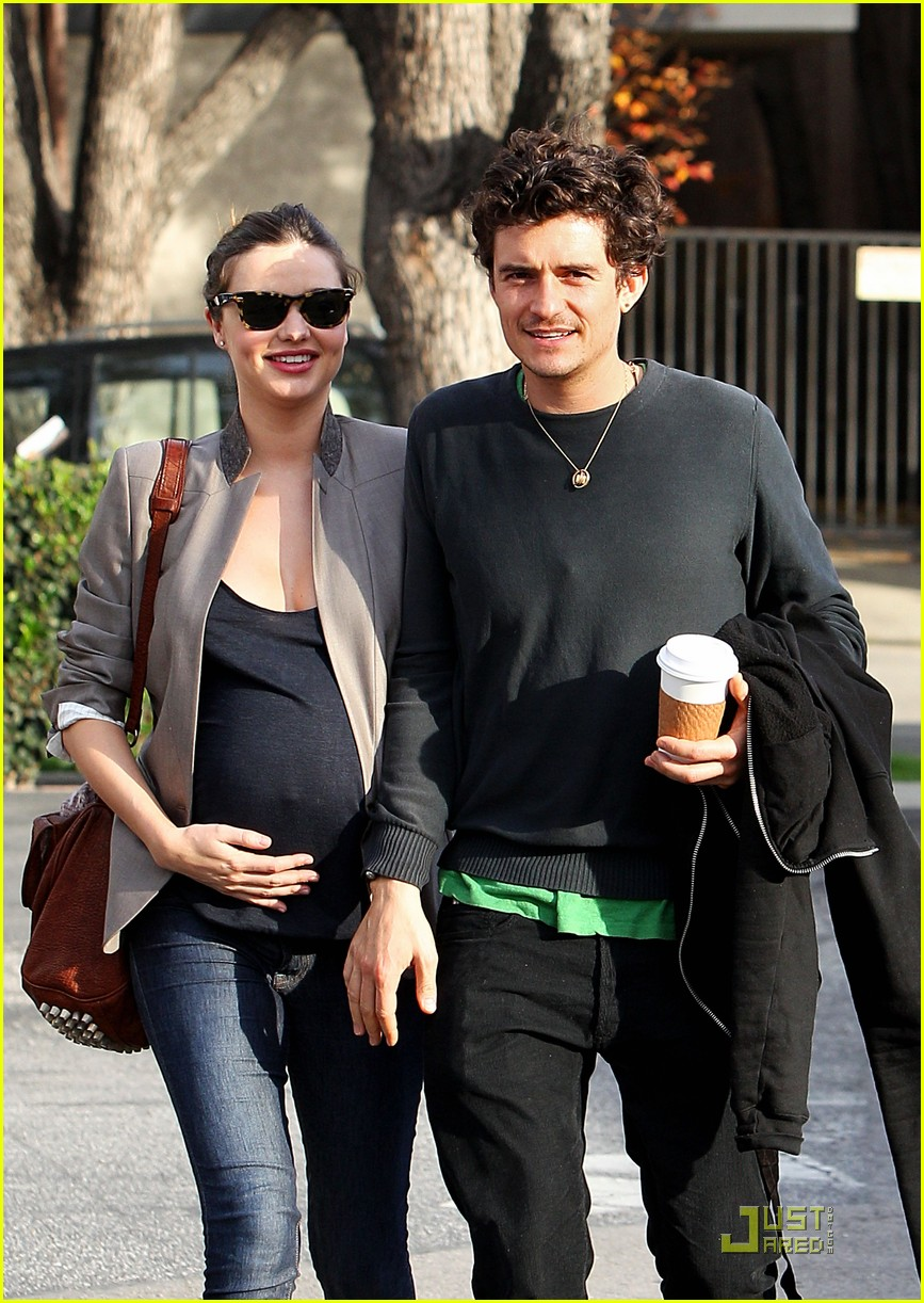 Orlando Bloom Rubs Miranda Kerrs Baby Bump Photo 2502941