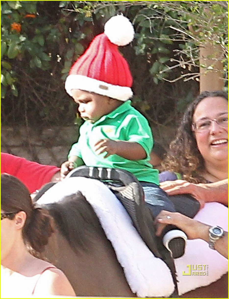 sandra bullock louis christmas party 032503026