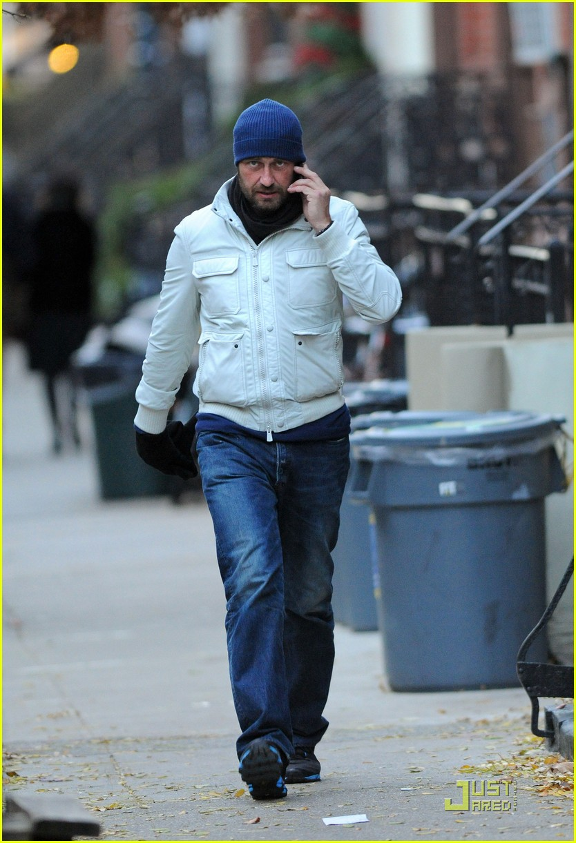 gerard butler on the run ny 03