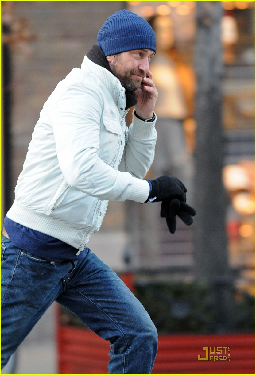 gerard butler on the run ny 09