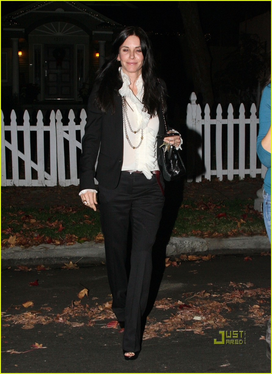 courteney cox christmas eve party 142506582