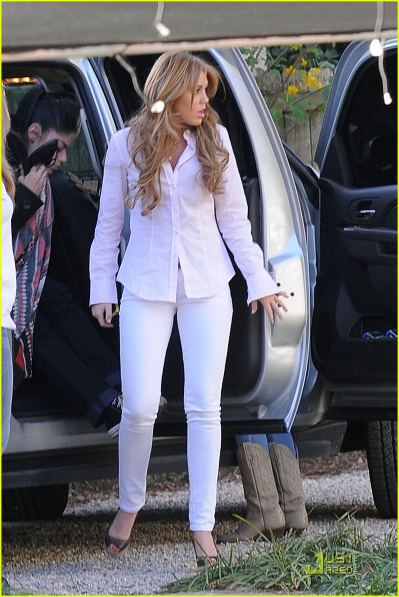 miley cyrus so undercover mom 05