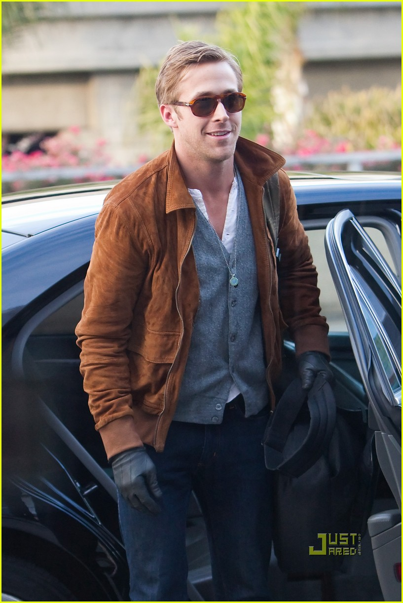 ryan gosling tsa patdown lax 01